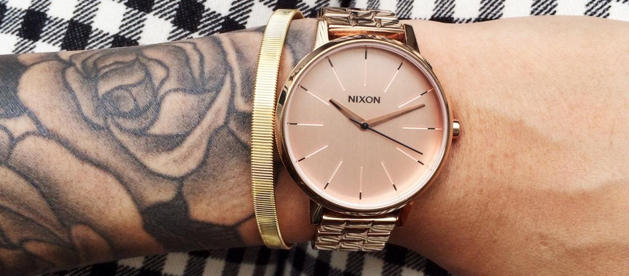 Armbanduhr am arm  Links oder rechts? An welchem Handgelenk trägt man eine Uhr?